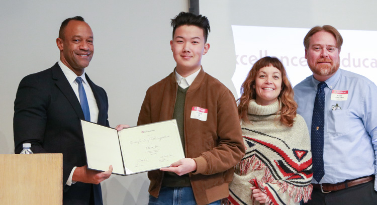 Oliver Jin receiving award
